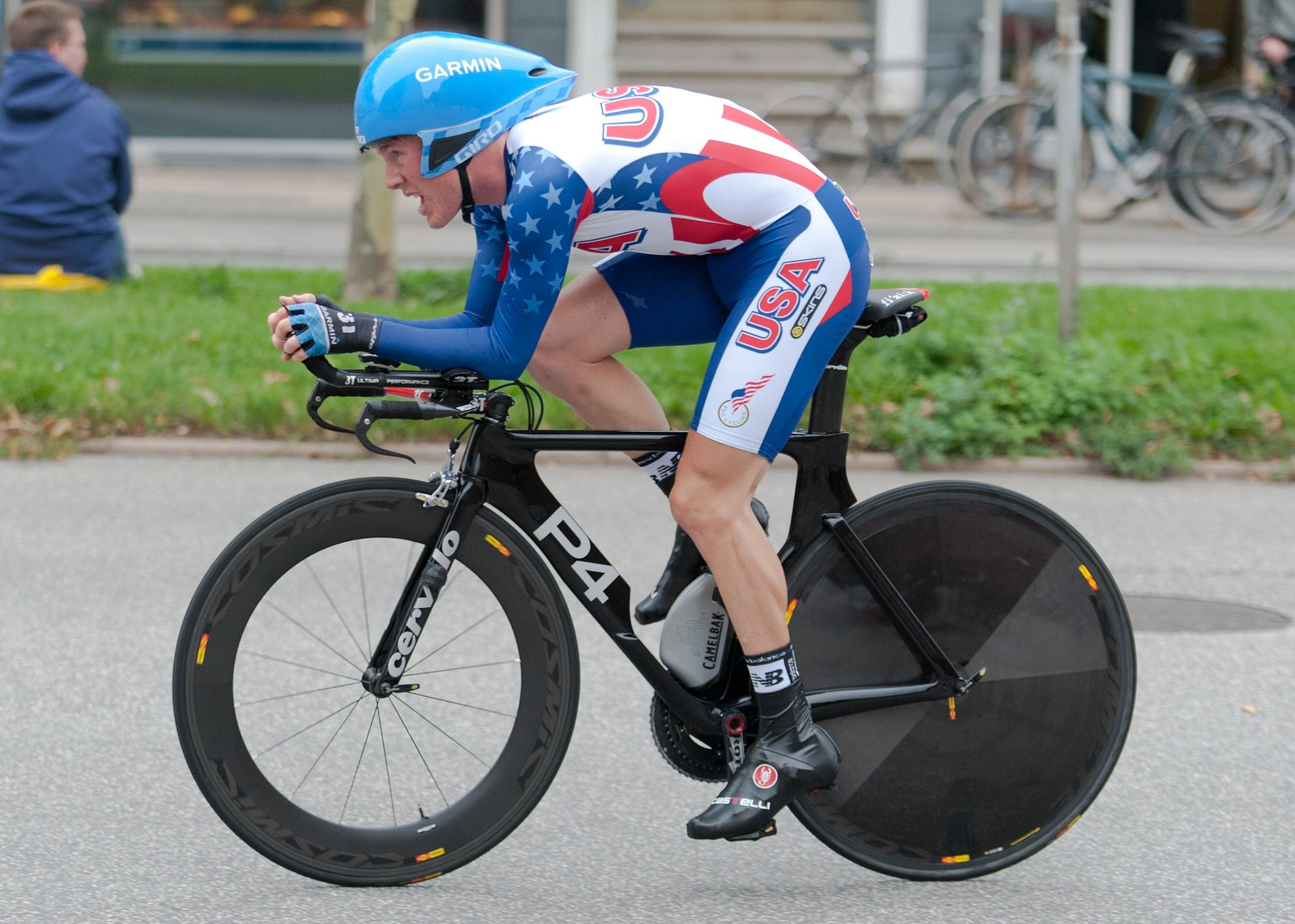 andrew talansky riding a bike after using cbd oil for athletes