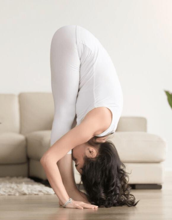 woman practicing the Uttanasana yoga pose