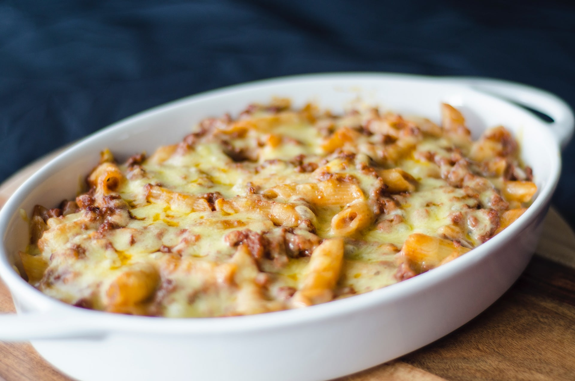 A beautiful baked mac bowl made in a slow cooker