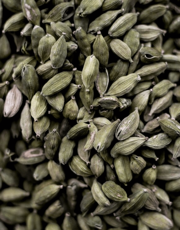 A large pile of Cardamom