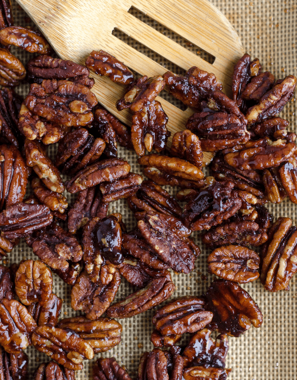 Fresh pecans packed with nutrients that aid in weight loss